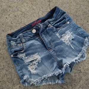 Stretch Refuge distressed Jean shorts!